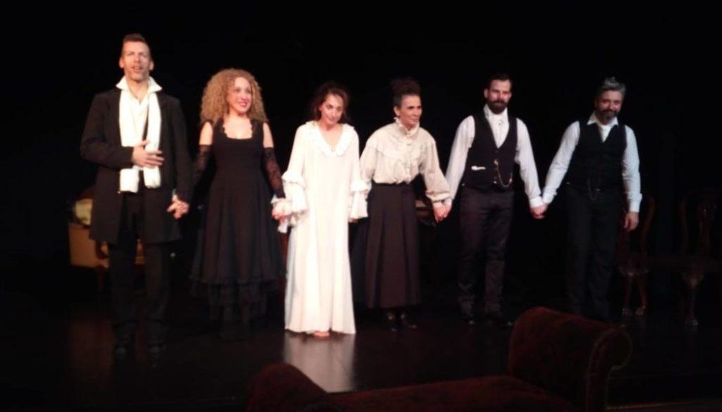 Είδαμε την ΕΝΤΑ ΓΚΑΜΠΛΕΡ σε σκηνοθεσία Γιάννη Δρίτσα στο Θέατρο Κάτω Από τη Γέφυρα